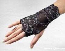 Elegant short gothic lace gloves,vampire,victorian,vintage,burlesque,wedding,lolita,lace cuff, bellydance, steampunk,fingerless