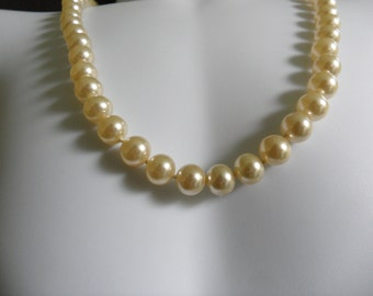50s Necklace Champagne Pearl Necklace Single Strand Pearl Necklace Champagne Pearls Glass Pearl Necklace Champagne Bridal Jewelry