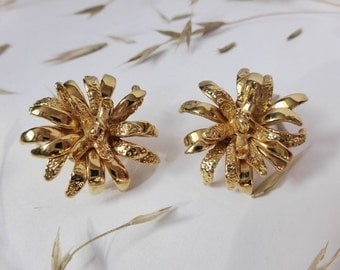 Gold Flower Earrings ~ Clip on Style ~ Vintage Jewellery ~ Mod ~ Classic ~ Floral ~ Retro ~