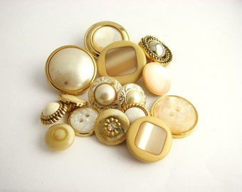 Lot of 15 Golden-white shade 1980s buttons, Original Vintage items - unused!