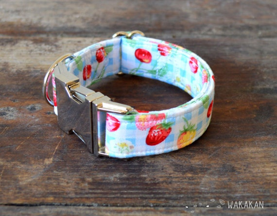 Strawberry Field dog collar adjustable. Handmade with 100% cotton fabric. Summer season, country. Romantic elegant and chic. Wakakan