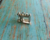 Sewing machine charm 3D silver plated pewter (1 piece) - sewing charms, gift for seamstress, silver sewing machine, EE15
