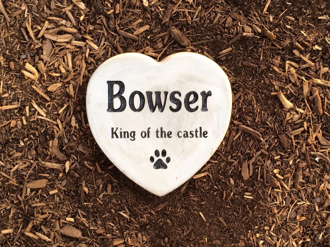 personalized heart shaped garden stone pet memorial marker