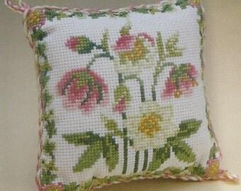 CSI 601 Christmas Rose Cross Stitch Pin cushion kit