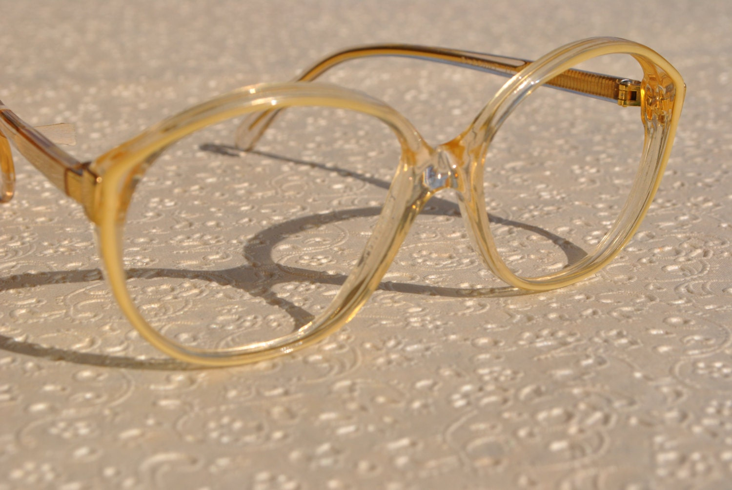 35192424089 vintage RAFFAELLO ELEGANT 11 1324 54-16 clear golden with pearly and gold  detail round