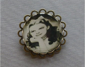 Wizard of Oz Dorothy - Epoxy and Bronze Cameo Pin / Brooch