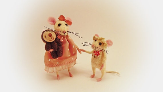Miniature animals Needle felt Little bear Two Sisters Mice Felt doll Mouse miniature Art figure Dollhouse mini Tiny sweet white mice