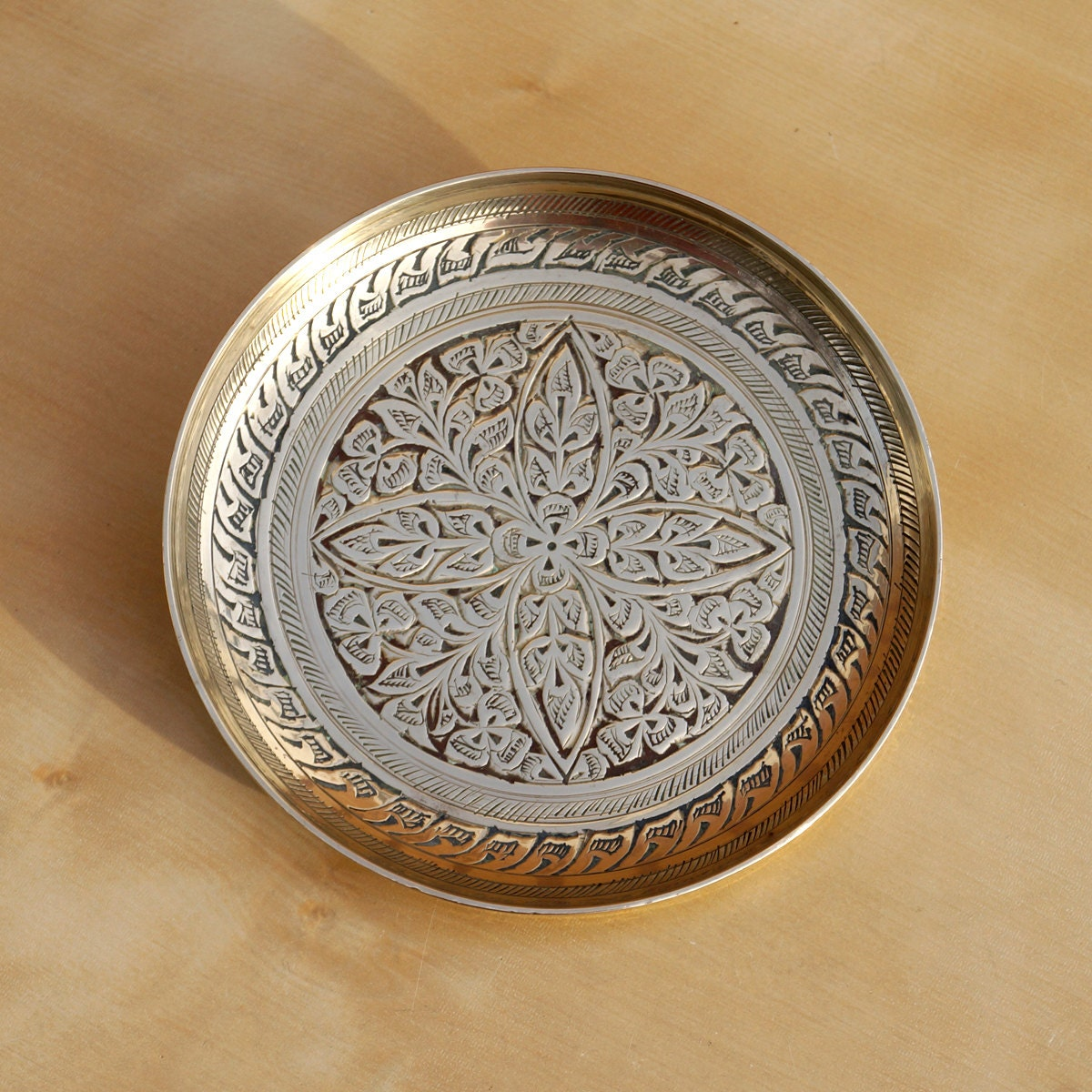 #6A462423498120 Vintage Brass Tray / Plate / Dish Floral Leaf Design By UKAmobile Meest recente 2e Hands Design Meubels Friesland 691 pic 12001200691 Ontwerp