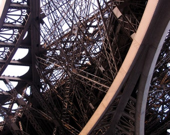 Eiffel Tower Photograph / Paris Photography - Eiffel Tower Decor / Paris Art -  Eiffel Tower Art / Paris Decor - Urban Art - Limited Edition