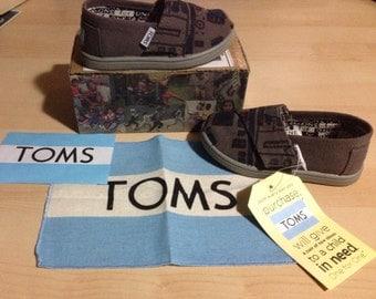 R2D2 Shoes by TOMS (size T6)