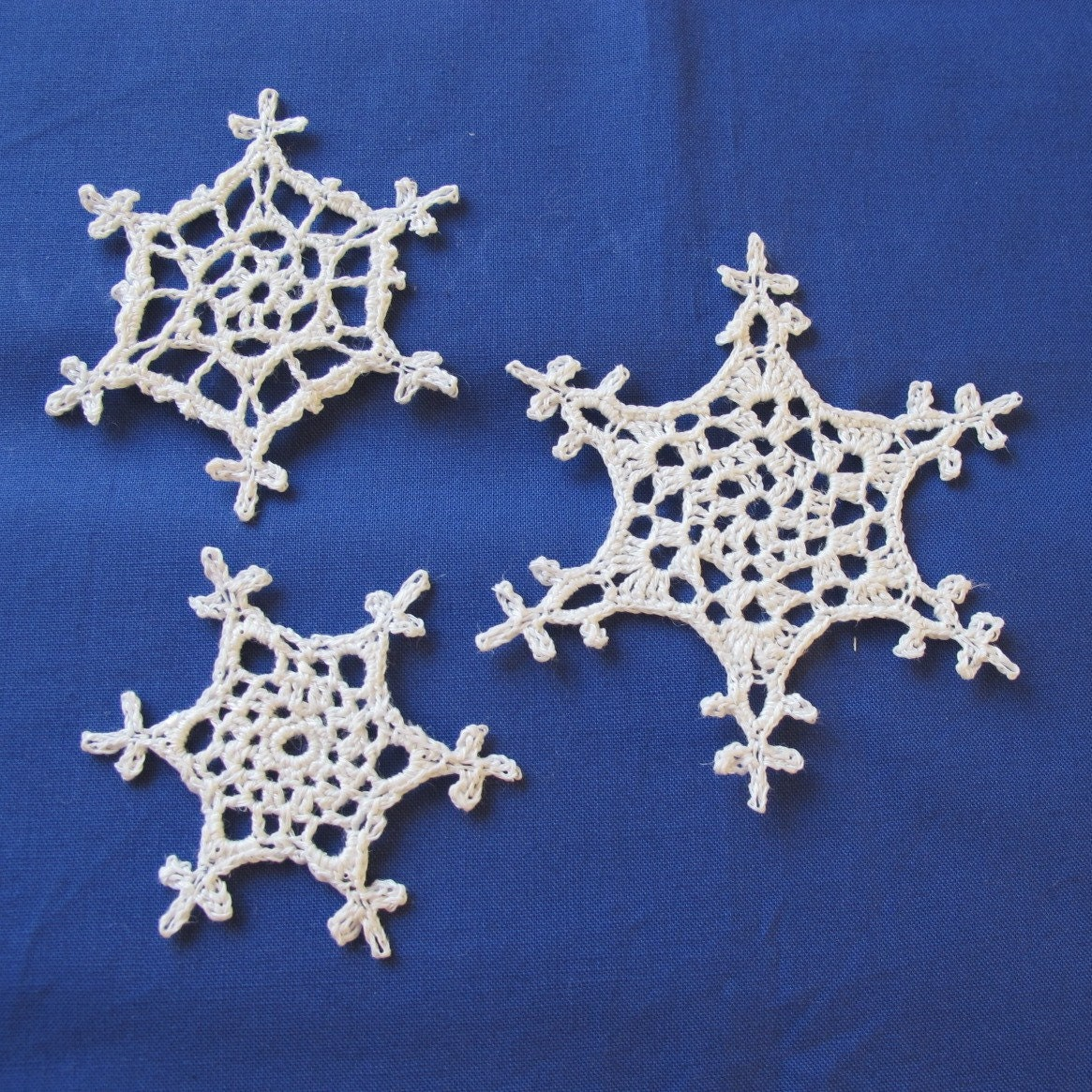 PDF pattern for three crochet snowflakes. Crochet by Saraphir