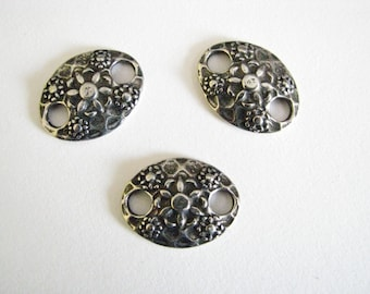 Antique Silver Plated Pewter Flower Oval Link 17mm x 14mm