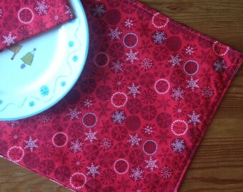 Set of 2 Reversible Holiday Placemats - Red & Green Snowflakes