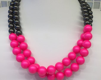 Neon Pink and Black Pearl Necklace, Neon jewelry, Glass beaded necklace, Neon Pink, Statement Necklace, Fashion Jewelry, Beadwork Necklace