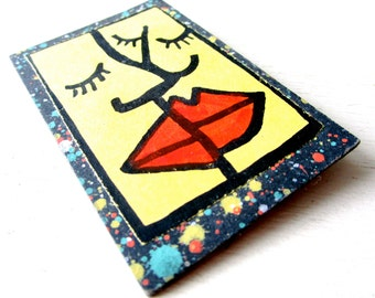 THE KISS OOAK Tiny Art Brooch - Signed Pin - 1989 - Face - Abstract - Lips - Rectangle - Jewelry - catROCKS - Cubist - Framed - Yellow - Red