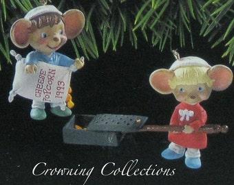 1993 Hallmark Popping Good Times Mice Ornament Keepsake Christmas Popcorn Hang Togethers Mouse