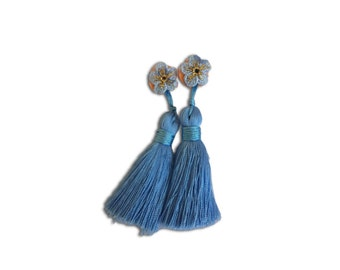 delicate classic earplugs with a organza bag inspired by Audrey Hepburn's Holly Golightly of Breakfast at Tiffany's