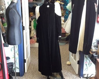 FREE SHIPPING!!!! vintage 1920 ermine and black velvet opera coat very small