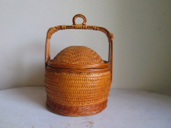 vintage bamboo basket with lid small wicker by lilwoodsvintage. Black Bedroom Furniture Sets. Home Design Ideas