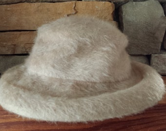 Vintage Mid Century Colby ADJ Faux Fur Hat with Combs Inside 1940s D088-5