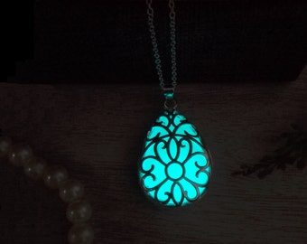 Glow in the dark jewelry Flower Pattern Aqua Blue Glow Necklace - Glow necklace - Glow jewelry - Glow in the Dark Necklace