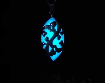 Platinum-plated Aqua Blue Glowing Heart Necklace - Glow Necklace -  Glow in the Dark Jewelry - FREE Gift Box/UV Torch/Exquisite Card
