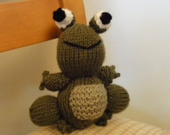 Knitted Freddie the Frog