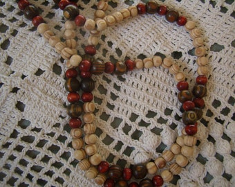 Pearl necklace, natural wooden Vintage 1970 s balls