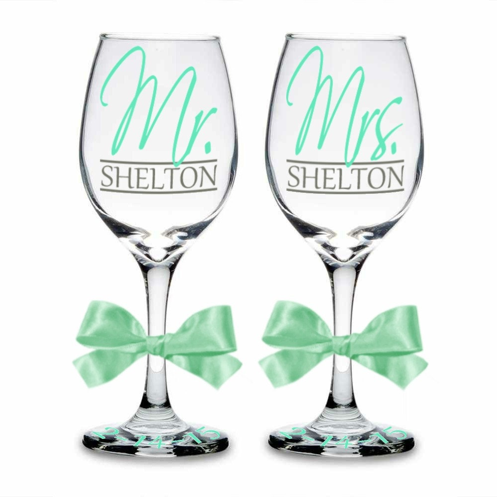 Set Of 2 Mr Mrs Personalized Wine Glasses Bride Gift