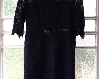 Vtg lace black and burgundy fitted dress