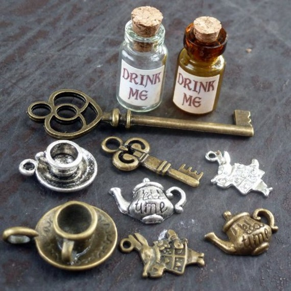 Alice in Wonderland 10 Pcs Steampunk Antique 1ml Drink Me Bottle Vial Jewelry Charm Findings Mix