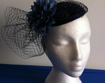 elegant fascinator in navy-blue,,wedding fascinators and hats,mother -of-the-bride fascinators,Kentucky derby,Triple Crown race
