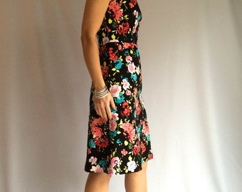 Dress Floral Black: Amazing classic dress with a floral  print!  The model is based on a classic Jackie kennedy dress