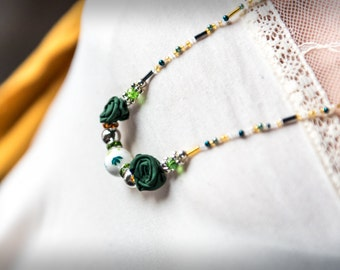 Necklace with green silk roses