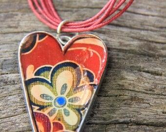 funky heart flower necklace