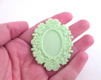 Mint green resin frame setting, holds and 18x25mm cab