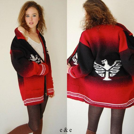 Крупногабаритные навахо свитер пальто Урожай 70 черный и красный Ombre рук вязать Орел навахо негабаритных Boho Кардиган свитер (один размер)
