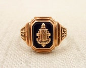 Size 7.25 Antique 1945 Onyx Signet 10K Gold Class Ring