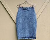 80s vintage High Waist Dark Stone Wash Denim Pencil Skirt / Acid Wash Jean Skirt
