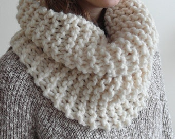 THE MAPLE cowl / scarf infinity warm chunky knit / CREAM / wool blend