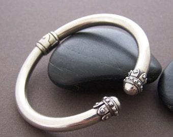 Estate Sterling Cuff Bracelet - Vintage Sterling Silver Hinged Cuff Bracelet
