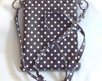 Small Zippered Cross-Body Bag for Easy Shopping