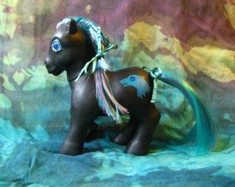 CM MLP - Heraldic WOLF Pony, Customized g1 Twinkle Eyed Pony, 5 Inches Tall w Jewel Eyes ooak Ponies, Symbol like GoT House Stark Direwolf