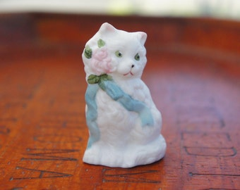 Vintage 80s shabby Chic Bisque Cat Figurine In Original Box/Collectible/Kitty/White Cat