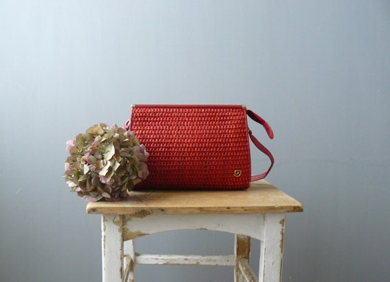 Vintage red purse. 1970s woven straw bag. Italian leather shoulder bag