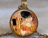 Gustav Klimt The Kiss necklace, Klimt art jewelry Valentine gift Valentines gift romantic gift lovers gift Klimt keychain key chain key fob