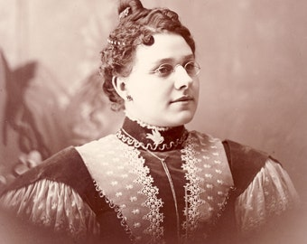 Wonderful VICTORIAN HAIR STYLE On Watertown Wisconsin Woman Cabinet Card Photo Circa 1890s