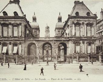 Unused Vintage French Postcard - Place de la Comèdie, Lyon, France