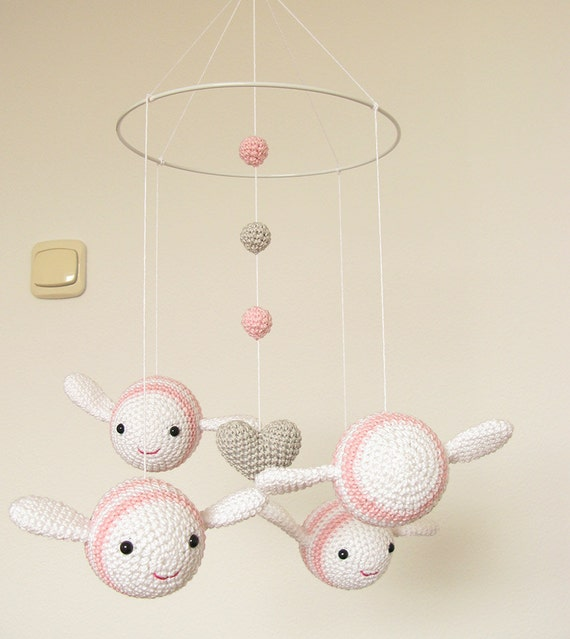 Kinderzimmer dekor mädchen rosa baby mobile bumble von cherrytime