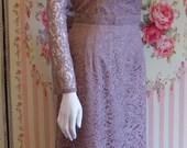 1950s Vintage Cocktail Dress / Elegant Evening Dress / Tan Pale Brown Lace / Scalloped Neckline / Slim Wiggle Skirt / L XL Large 33 34 Waist